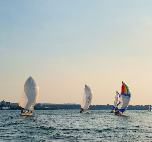 sailboat racing lake ontario